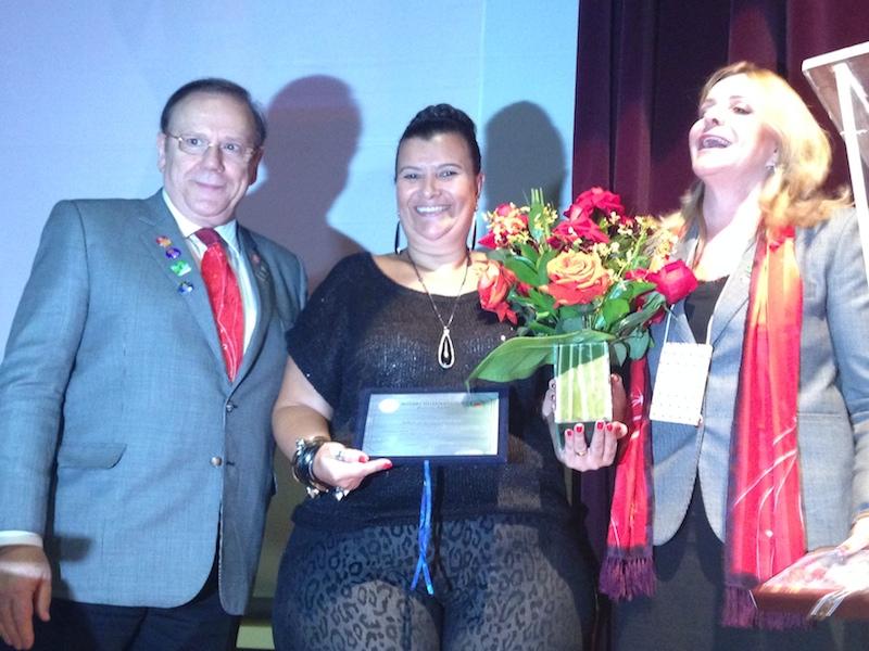 Solange Cruz é outorgada com o título Paul Harris, após sua palestra para as mulheres do Rotary Internacional